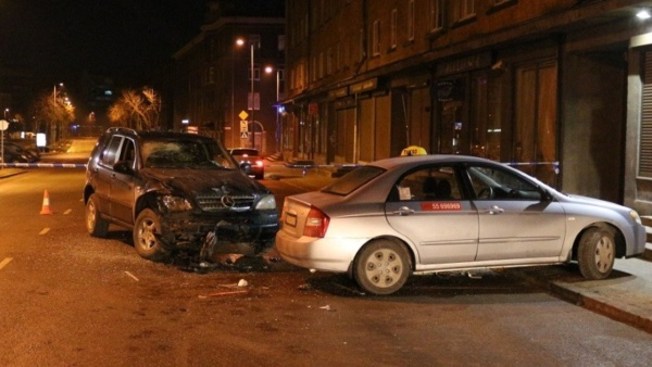 Пострадавший в ДТП в Нарве таксист скончался в больнице