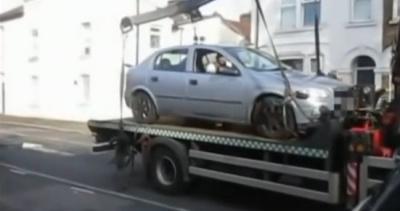 """""""Угнал по-английски"""": молодой лондонец дерзко спас свой автомобиль от эвакуаторщиков"""