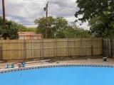 Американец приобрел обветшалый дом за $20 000 и обнаружил огромный бассейн в заросшем саду