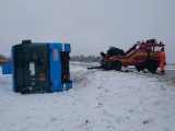 На шоссе Кейла - Хаапсалу автобус с пассажирами соскользнул в кювет и перевернулся