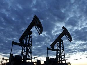 Нефть марки Brent стоит уже дешевле 33 долларов. В Китае обвалился фондовый рынок