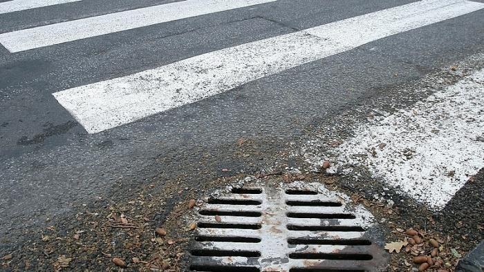 Пожилая женщина погибла после наезда на пешеходном переходе в Нарве (обновлено).