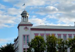 Нарвские учителя подписали коллективный договор с городскими властями