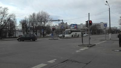 В Нарве женщина попала под машину