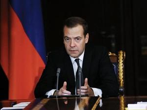 Медведев потребовал усилить меры безопасности для российских международных авиарейсов