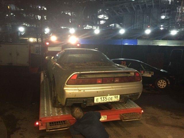 В лесополосе под Санкт-Петербургом найден брошенный спорткар Honda NSX