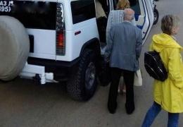 Лимузин Hummer - отличная альтернатива автобусу для сотрудников