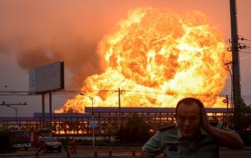 На нефтезаводе в Китае прогремели взрывы и начался пожар