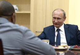 Боксер Рой Джонс попросил у Владимира Путина российское гражданство