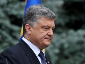 """Порошенко после событий в Мукачево приказал разоружить все незаконные формирования, """"Правый сектор"""" открестился от слов президента"""
