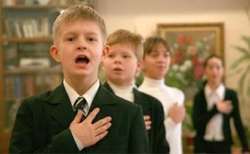 В якутских школах приказали ежедневно исполнять гимн России, но учителя не знают, как выполнить этот приказ