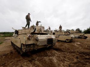 НАТО разместит в Польше и странах Балтии батальоны для защиты от России