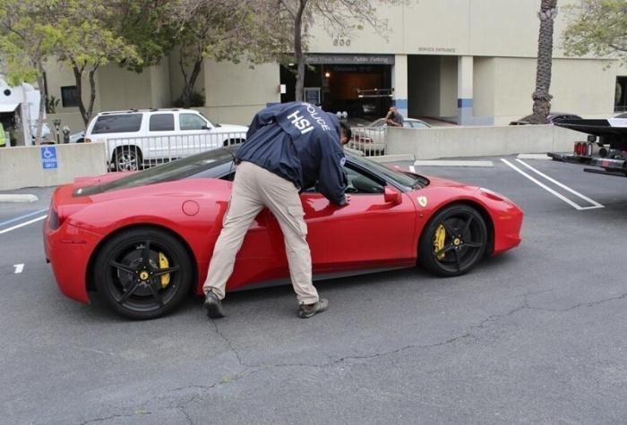 Мужчина обманом получил государственные 5 млн долларов на выплату зарплаты, но спустил их на авто