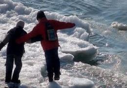 Спасатели предупреждают, что образовавшийся на водоемах лед опасен