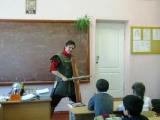 Креативный учитель истории правильно проводит урок