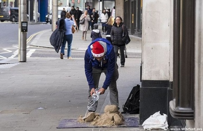 В Лондоне уличный художник создает скульптуры из песка