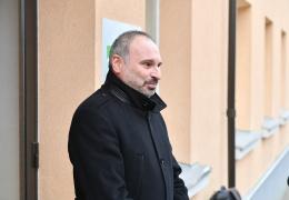 Власти Люганузе из-за скандала с увольнением директора школы наняли PR-агентство Powerhouse