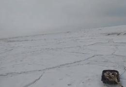 Неожиданная волна во время зимней рыбалки