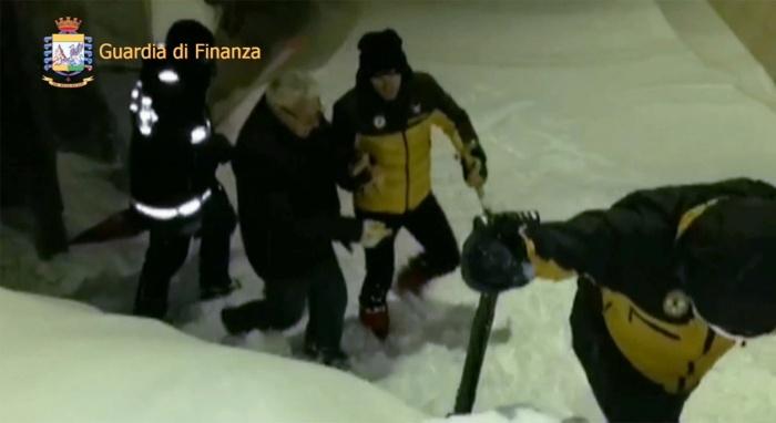 В итальянском отеле, на который сошла лавина, обнаружены 6 выживших
