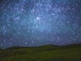 Почему звезды иногда не просто горят, но и подмигивают нам?