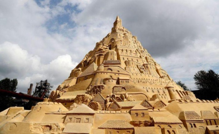 В Германии построили песочный замок рекордных размеров