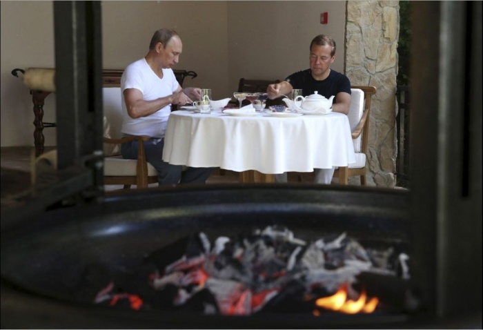 Путин и Медведев вместе сходили в спортзал и позавтракали