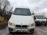 Необычная авария с участием BMW X6 в Риге
