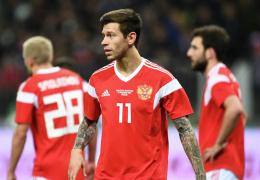 Врачу сборной России по футболу пришлось оправдываться за ватки с нашатырем