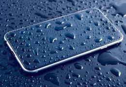 На Apple подали в суд из-за водонепроницаемости iPhone