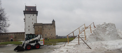 Видео. Эстонская масленица в Нарве - ледяная горка не пригодилась