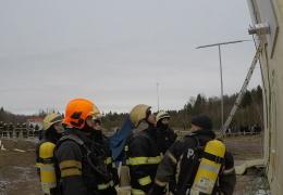 В Нарве из горящей квартиры спасли человека с ограниченными возможностями