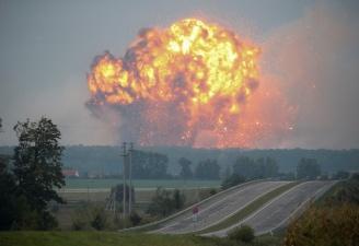 Из-за пожара на складе боеприпасов в Украине нарушено транспортное сообщение