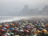 Бразильцы устали от карантина и тысячи людей рванули на пляжи Рио-де-Жанейро