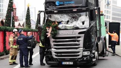 Грузовик во время теракта в Берлине остановился из-за автоматической тормозной системы