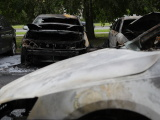 в Ыйсмяэ ночью сгорели три автомобиля, полиция подозревает поджог