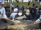 За халявной едой с ведрами: как в Тамбове ярмарку отгуляли