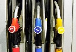Путин подписал закон о подорожании бензина с 1 апреля