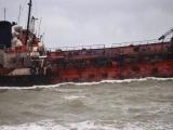 """""""Серый"""" танкер потерпел аварию у берегов Одессы, серьезно загрязнив воды. Команда отказывалась от спасения"""