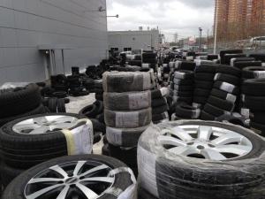 На складе для сезонного хранения шин