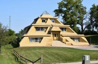 Необычные здания, которые всегда притягивают взгляды прохожих