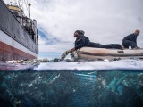 Экспедиторы выловили из океана рекордное количество мусора
