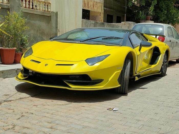 Реплика Lamborghini Aventador SVJ, созданная за один месяц из Honda Civic