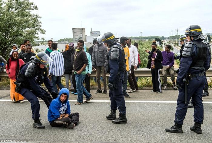 Битвы с мигрантами в Кале