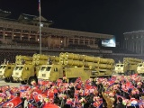 Ким Чен Ын похвастался новой баллистической ракетой на военном параде в Пхеньяне