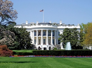 США восстанавливают санкции против Ирана, но Трамп не против заключить новое соглашение