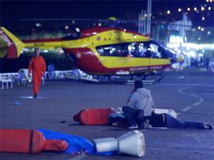 В Ницце грузовик врезался в толпу людей, минимум 80 погибших