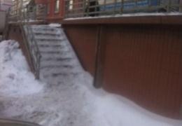 Лестница в платное медицинское учреждение Новокузнецка