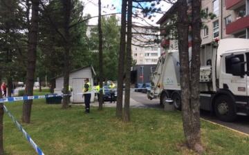 В Таллинне в районе Мустамяэ погибла попавшая под мусоровоз пожилая женщина