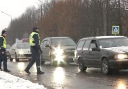 В Нарве полиция проверила готовность автомобилистов к зимнему сезону