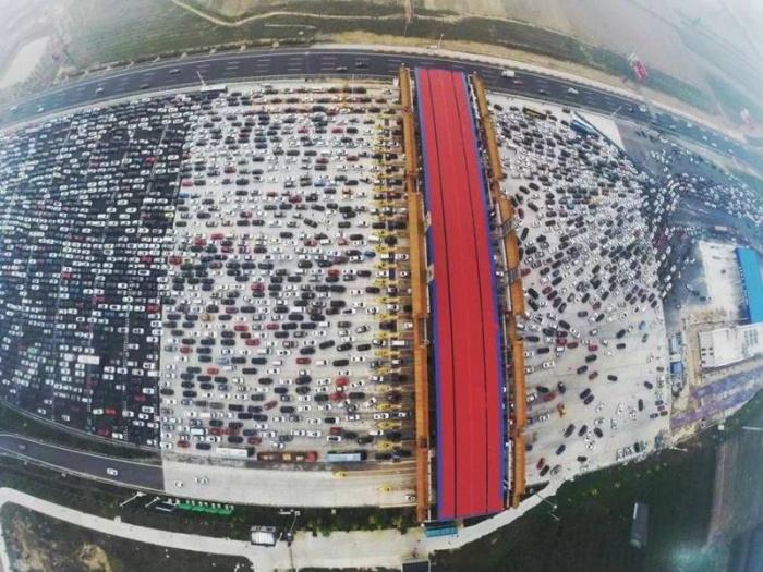 Сколько полос на китайской дороге не строй, все равно будут пробки